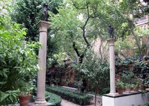 Paso al segundo jardín del Museo Sorolla