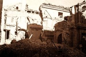 La iglesia de San Sebastián tras el bombardeo sufrido en Noviembre de 1936