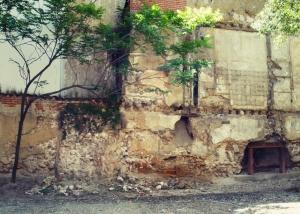 Restos de la 2ª muralla en la calle del Almendro