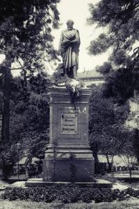Estatua de Juan Álvarez Mendizabal
