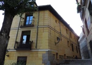 Casa a la Malicia en la calle del Toro con la plaza del Alamillo (La Morería)