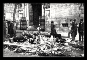 """Restos quemados del kiosko del diario """"El Debate"""""""
