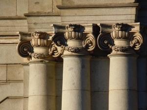 Columnas jónicas - Fachada Este