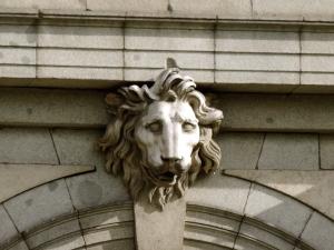 Cabeza de león - Fachada Oeste